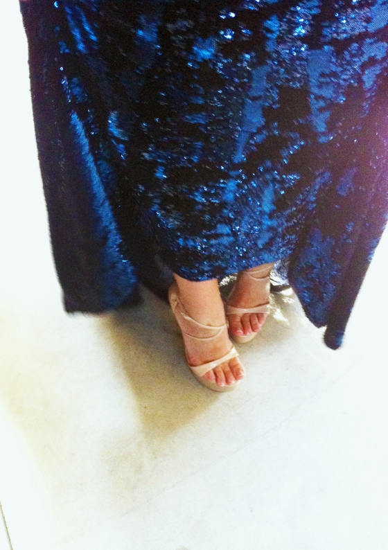 "Laura Pausini, popstar. ""I'll show my journalist I can walk on high heels!"" she said laughing"